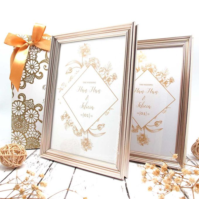 Exclusive Frame Gold Include Packaging by Fine Souvenir - 001