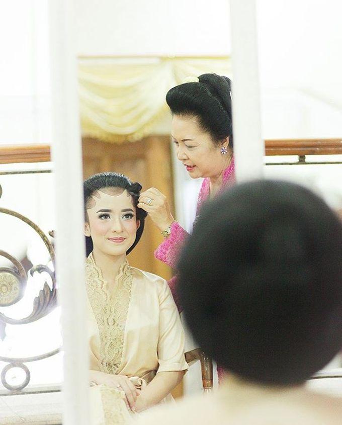The Wedding Of Astrini & Rian by Soe&Su - 017