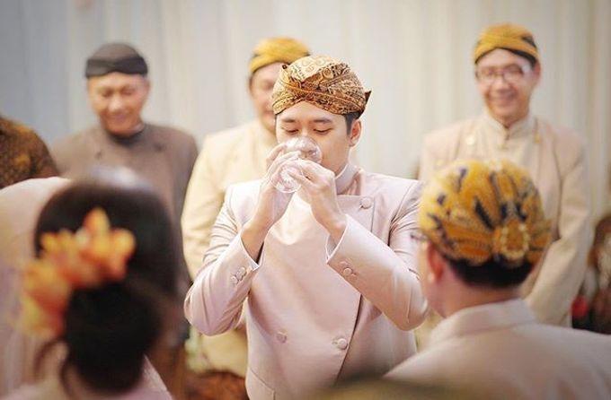 The Wedding Of Astrini & Rian by Soe&Su - 020