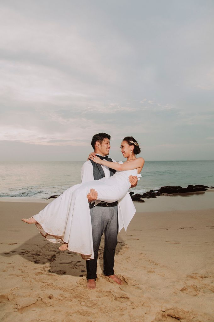 Hiro & Ai Pre-Wedding Session In Tegal Wangi Beach by Satrya Photography - 012
