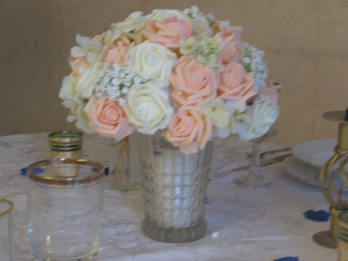 Create A Simple Centerpiece With A Small Budget by Kamy Wedding - 004
