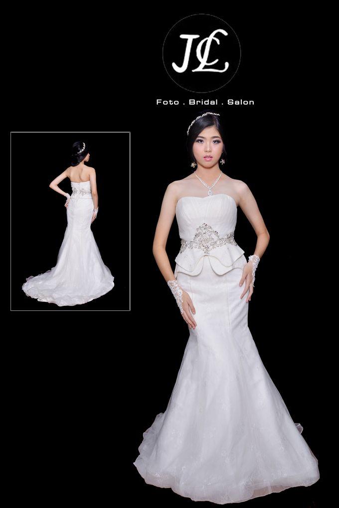 GOWN WEDDING V by JCL FOTO BRIDAL SALON - 003