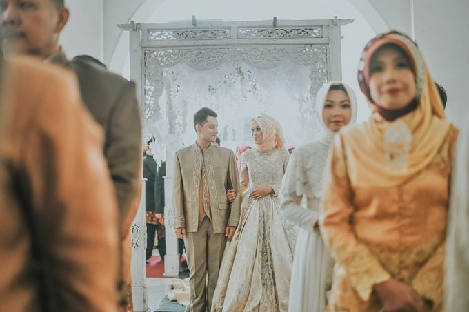 Gaun Pernikahan Gold Muslimah Ina Rizal By Laksmi 0817 0370 7670