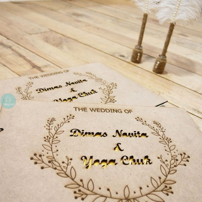 Rustic Wooden Guestbook by TalkingCard - 007