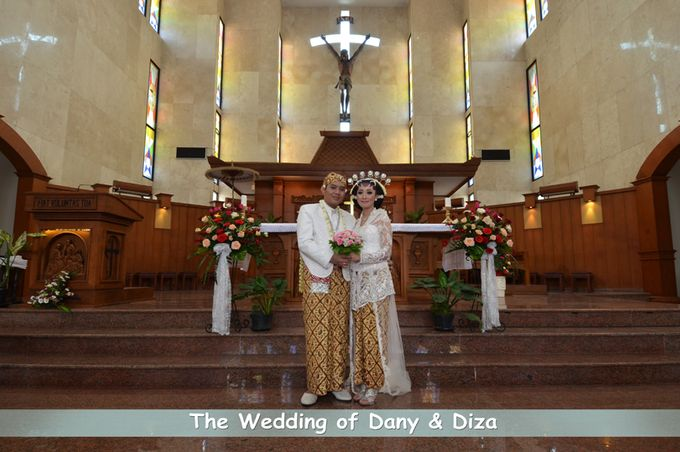 Pemberkatan Pernikahan Diza & Dani by Creative Fotografi - 001