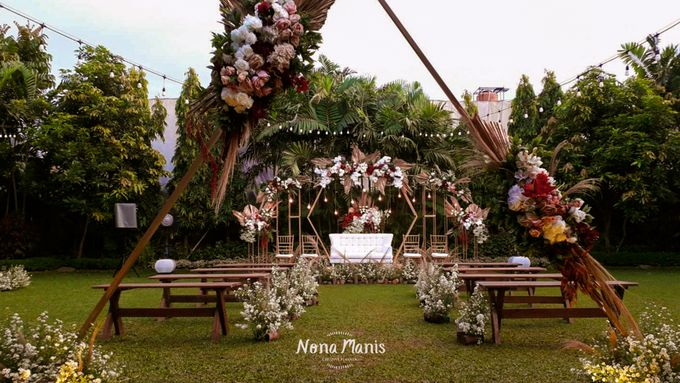 Ghea & Iqbal Wedding Decoration by Nona Manis Creative Planner - 001