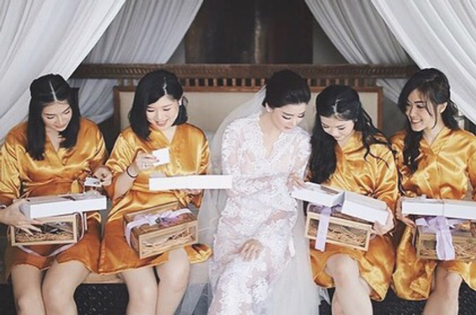 Bridesmaid boxes for Tanjung and Lily big day by Vantis Official - 001