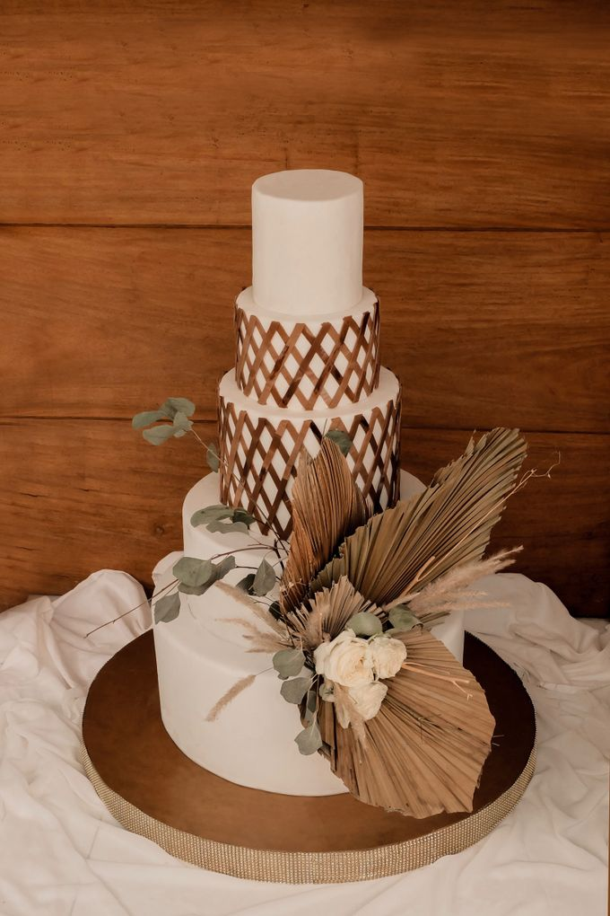 rattan weave and dried palm trees - modern heritage by KAIA Cakes & Co. - 003