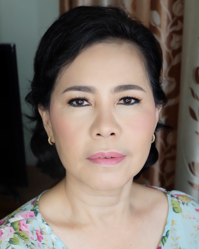 Add To Board Mom(s) Party Makeup by GNA Makeup - 001