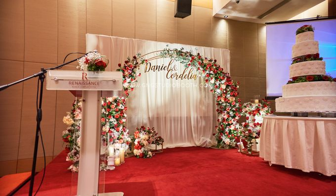 Bright Red & Crispy White Reception - Daniel & Cordelia by Glitz&Glam Studiobooth - 012