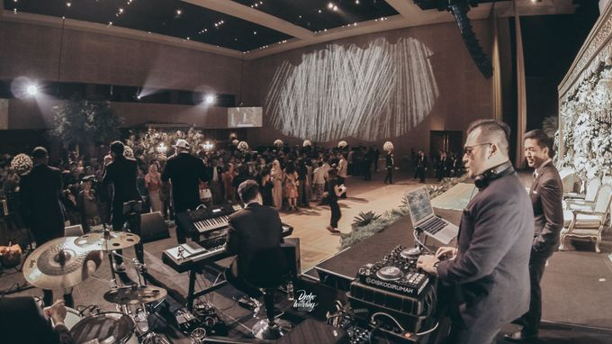 The Ballroom XXI | Vania & Erlangga by diskodiwedding - 027