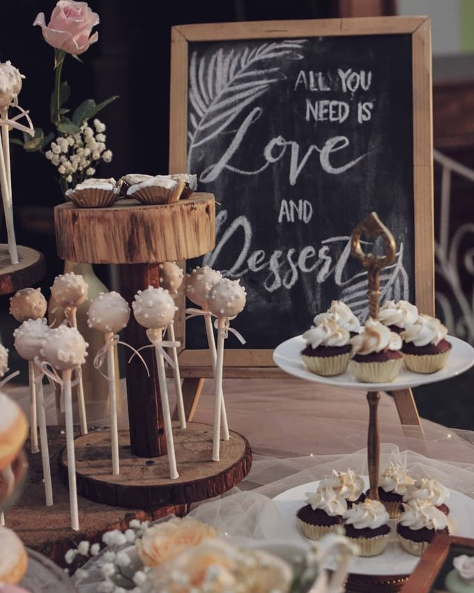 Rustic Dessert Table by Gordon Blue Cake - 021