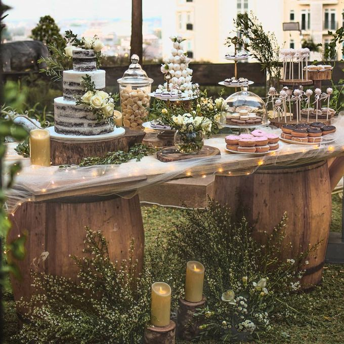 Rustic Dessert Table by Gordon Blue Cake - 040