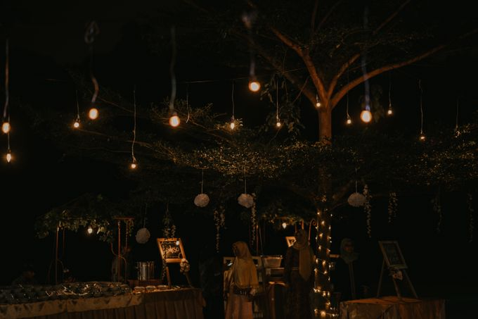 Lakeside Wedding of Grace & Joko by AKSA Creative - 005