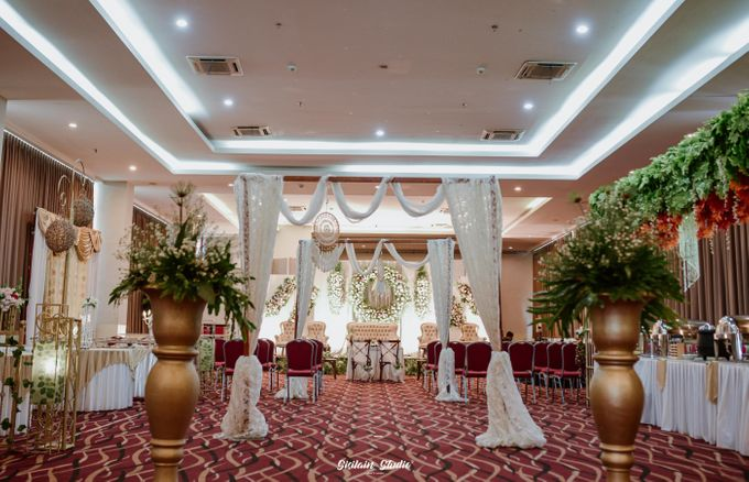 The Ballroom Wedding Of Muti & Adhi by Fave Hotel Hypersquare - 004