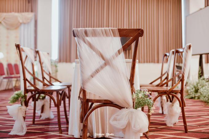 The Ballroom Wedding Of Muti & Adhi by Fave Hotel Hypersquare - 005