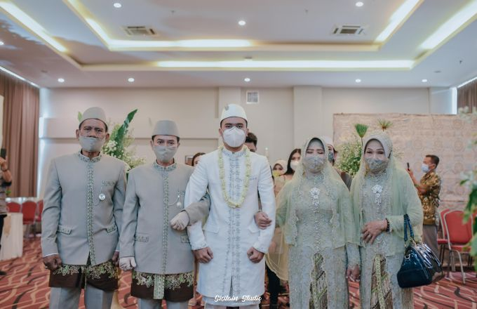 The Ballroom Wedding Of Muti & Adhi by Fave Hotel Hypersquare - 009