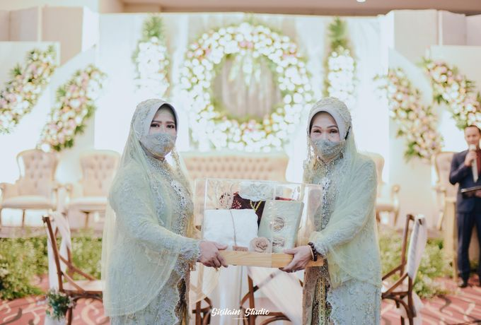 The Ballroom Wedding Of Muti & Adhi by Fave Hotel Hypersquare - 013