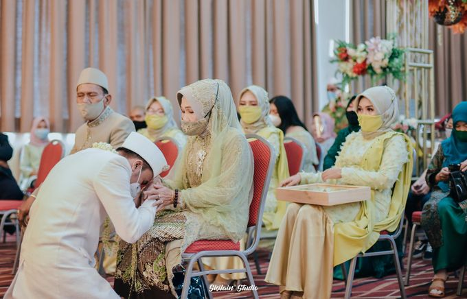 The Ballroom Wedding Of Muti & Adhi by Fave Hotel Hypersquare - 014