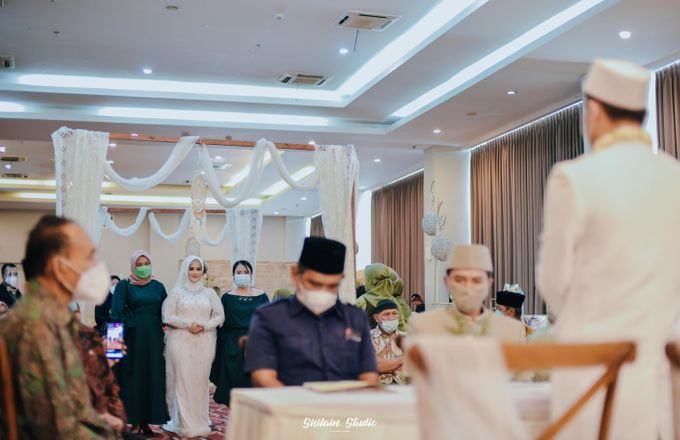 The Ballroom Wedding Of Muti & Adhi by Fave Hotel Hypersquare - 015