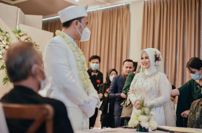 The Ballroom Wedding Of Muti & Adhi by Fave Hotel Hypersquare - 016