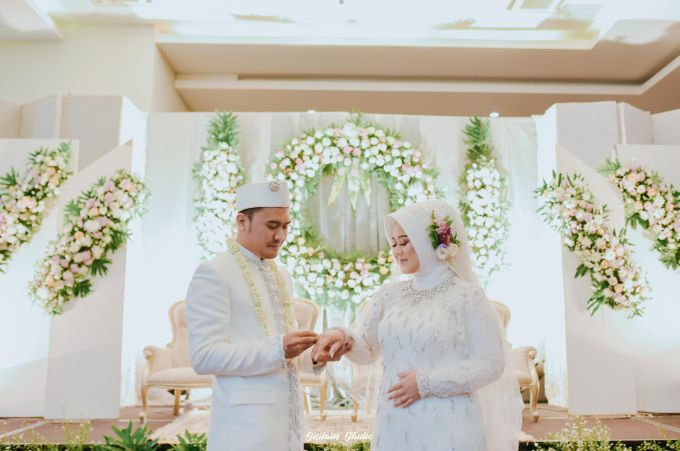The Ballroom Wedding Of Muti & Adhi by Fave Hotel Hypersquare - 019