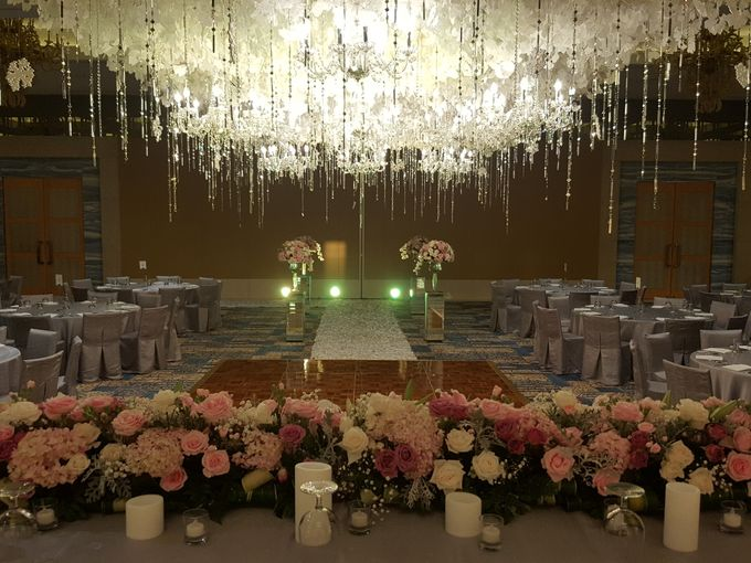 Sparkling in Gold by d'Oasis Florist & Decoration - 007