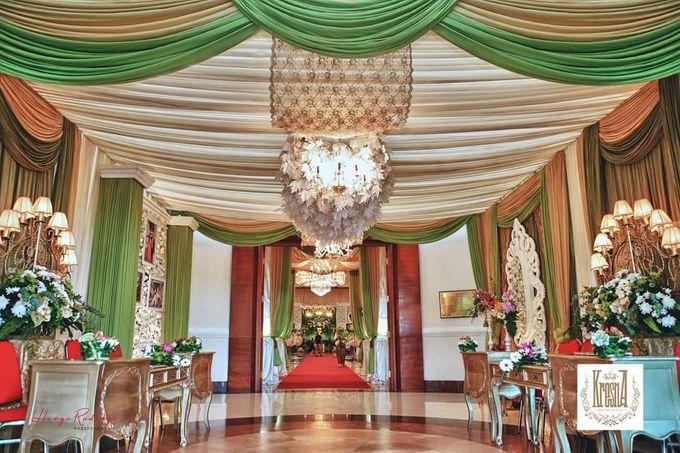 Modern Wedding Decoration by BRAJA MUSTIKA Hotel & Convention Centre - 006