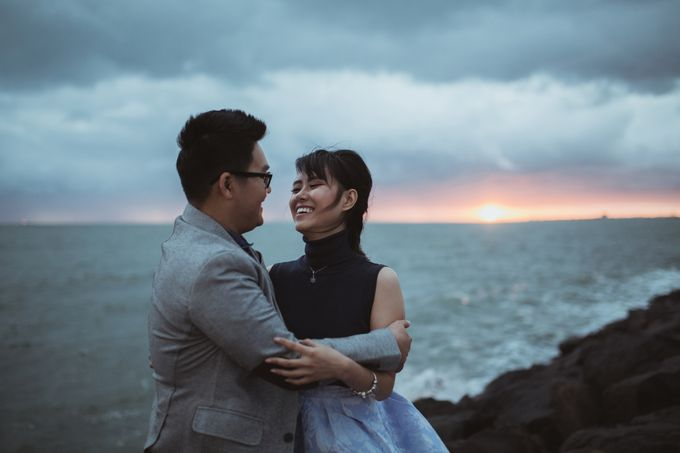 Tender Couple Session in Melbourne City by fire, wood & earth - 009