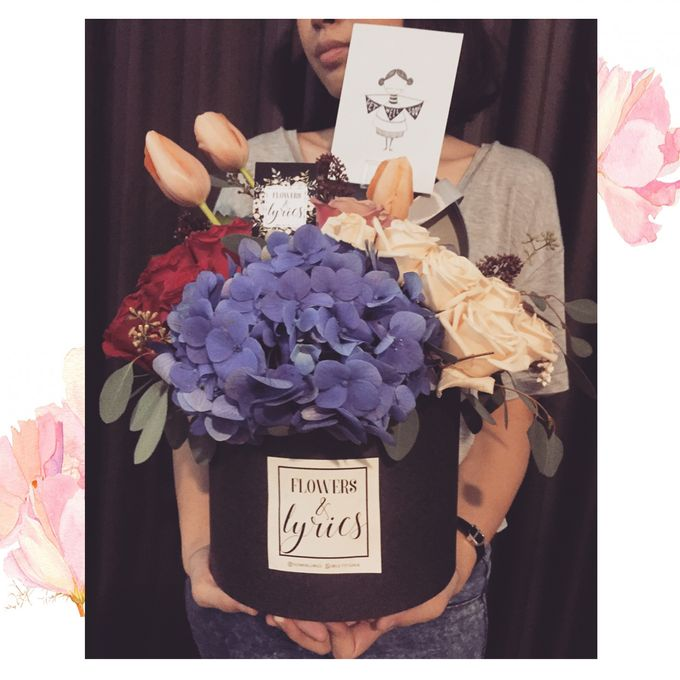 Personal Hand Bouquet by Flowers & Lyrics - 004