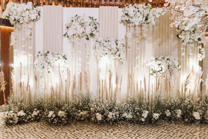 Clean and Elegant Wedding at Ayana MidPlaza by Priscilla Myrna - 014