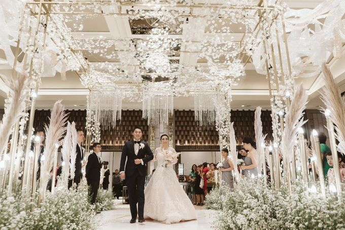 Clean and Elegant Wedding at Ayana MidPlaza by Priscilla Myrna - 016