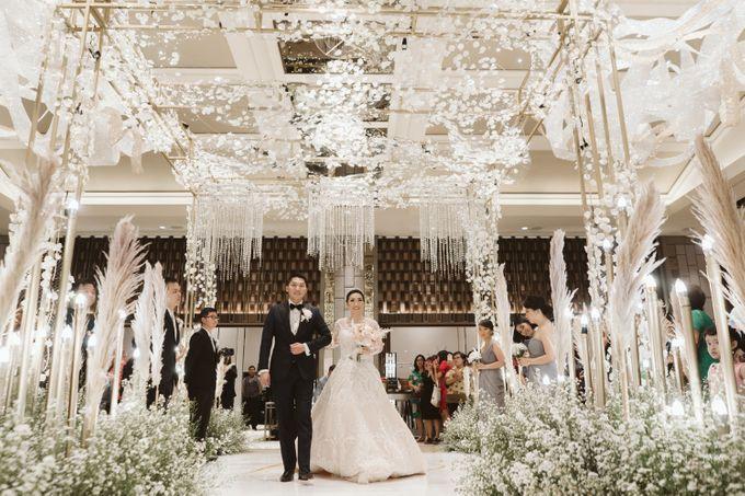 Clean and Elegant Wedding at Ayana MidPlaza by Priscilla Myrna - 007