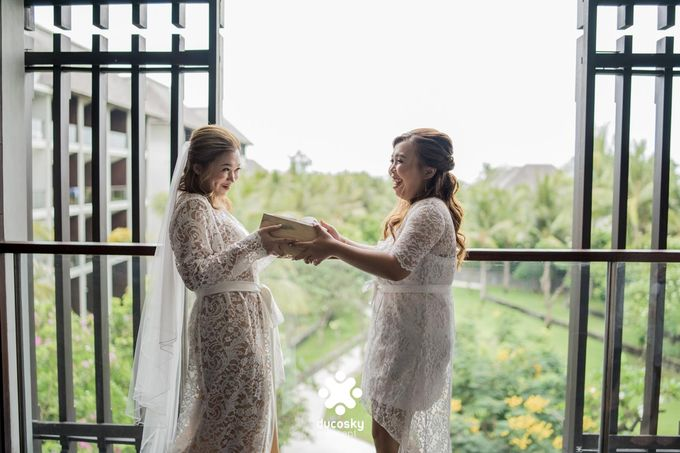 Harfy Chindy Wedding | Chindy and the Bridesmaid by Florencia Augustine - 006