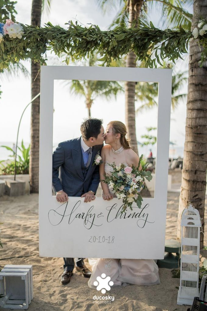 Harfy Chindy Wedding | Beach Wedding by Florencia Augustine - 002
