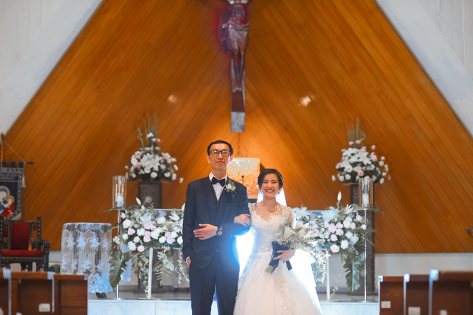 Gracia's  Wedding Bouquet by Hatiku Florist - 001