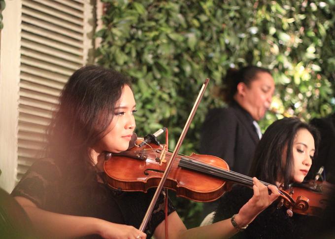 Mini orchestra at Kartika Chandra Hotel by HEAVEN ENTERTAINMENT - 005