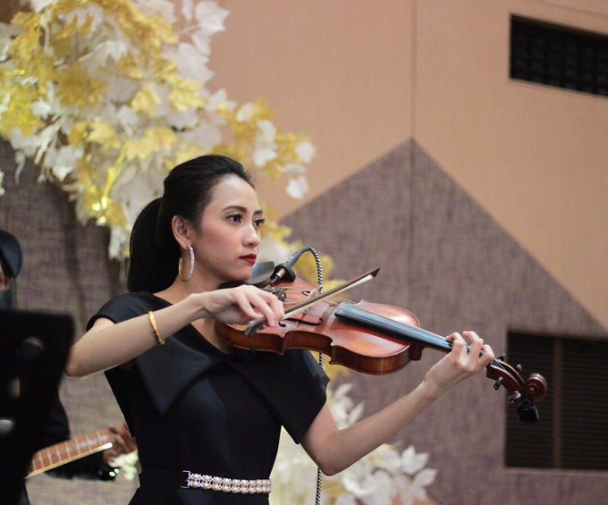 Full Band with saxo & violin by HEAVEN ENTERTAINMENT - 004