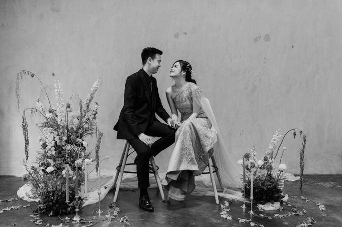 Hendra & Diana Studio Couple Session by AKSA Creative - 013
