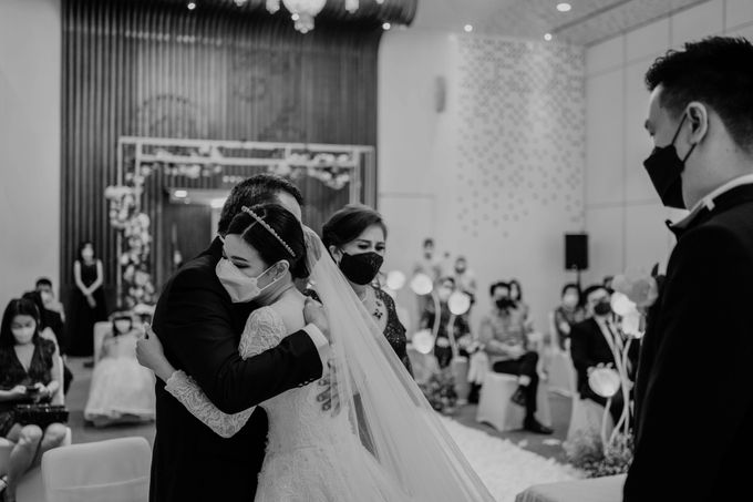 Hendra & Diana Wedding at Le Meridien Hotel Jakarta by AKSA Creative - 038