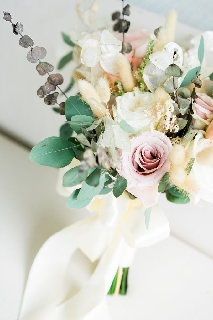 Elegant Wedding Decoration with the mix of blush and ivory at The Ritz Carlton by Silverdust Decoration - 014