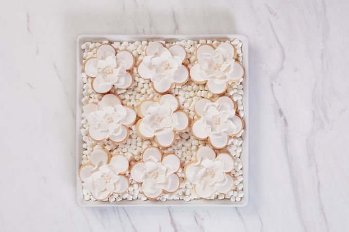 SUGARFLOWER ALMOND SHORTBREAD COOKIES by Fleur - 001