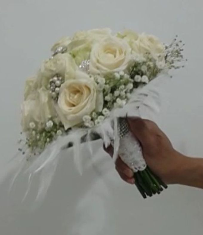 White Collection Bridal Bouquet by Amaryllis Floral Art - 001