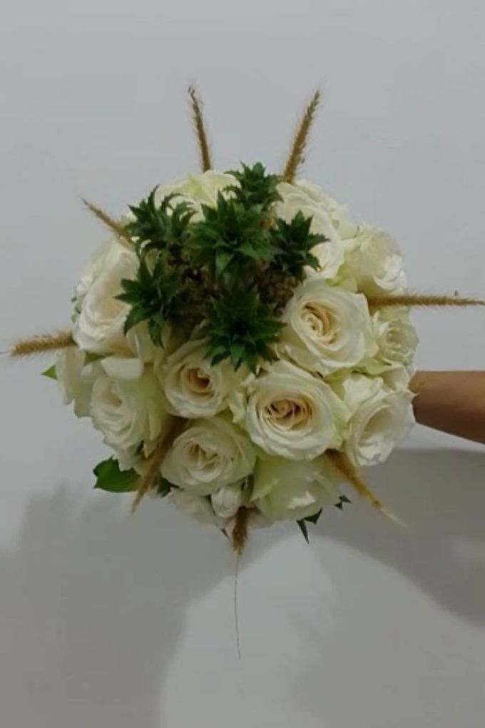 White Collection Bridal Bouquet by Amaryllis Floral Art - 005