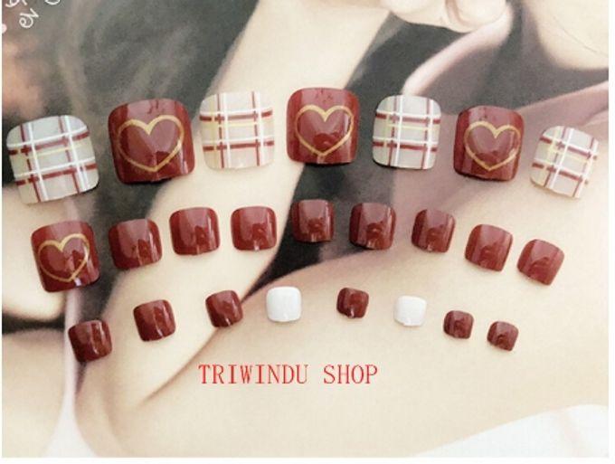 nail art- 24 pcs kuku kaki palsu dengan motif stripe merah dan love love by Triwindu shop - 002