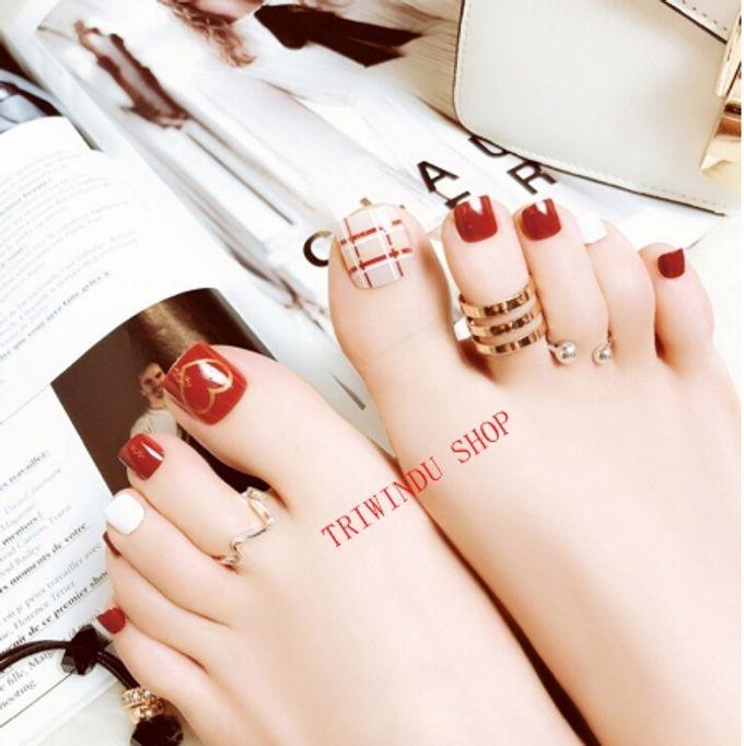 nail art- 24 pcs kuku kaki palsu dengan motif stripe merah dan love love by Triwindu shop - 004