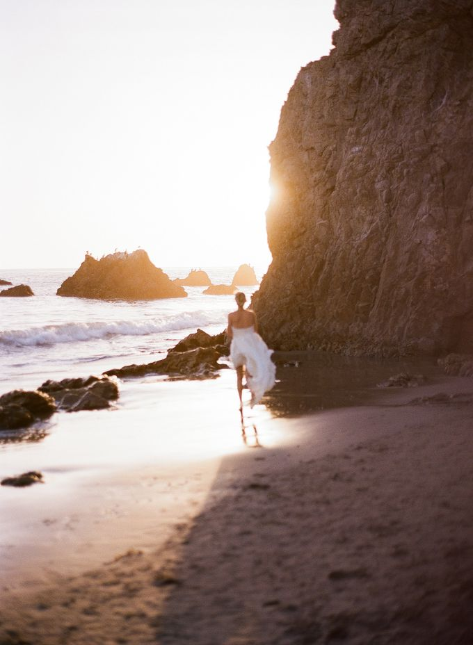 Sunset Elopement Inspiration on Malibu Coast by Honour and Blessing Events - 016