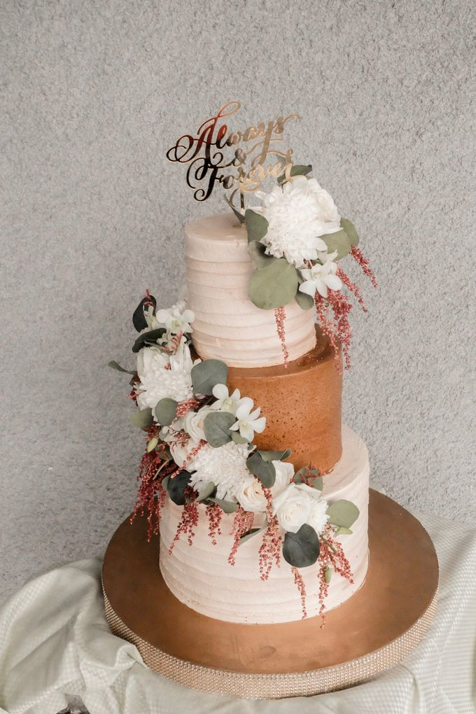 The Wedding of Poppy & Ogen by KAIA Cakes & Co. - 005