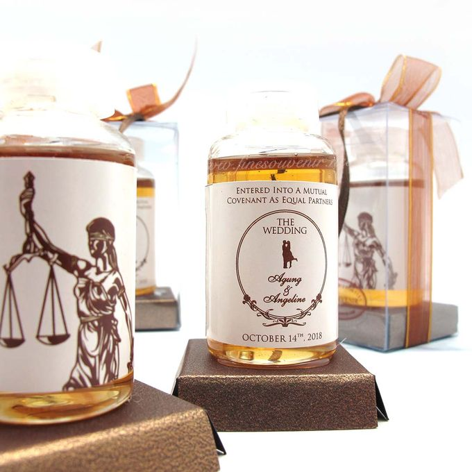 Personalised Honey in a Bottle by Fine Souvenir - 001