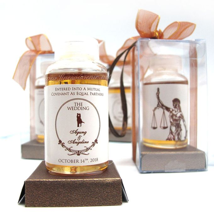 Personalised Honey in a Bottle by Fine Souvenir - 003